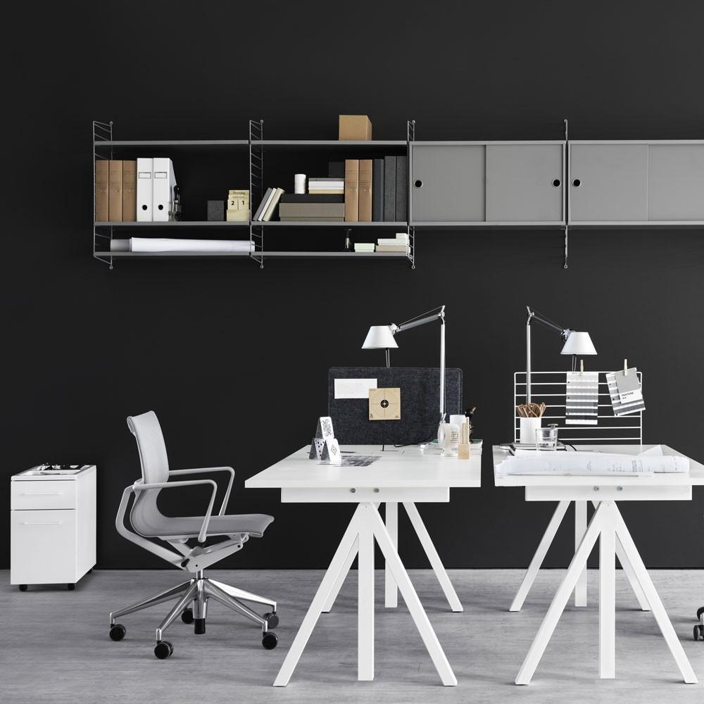 Grijze wandrekken - String-systeem String Furniture