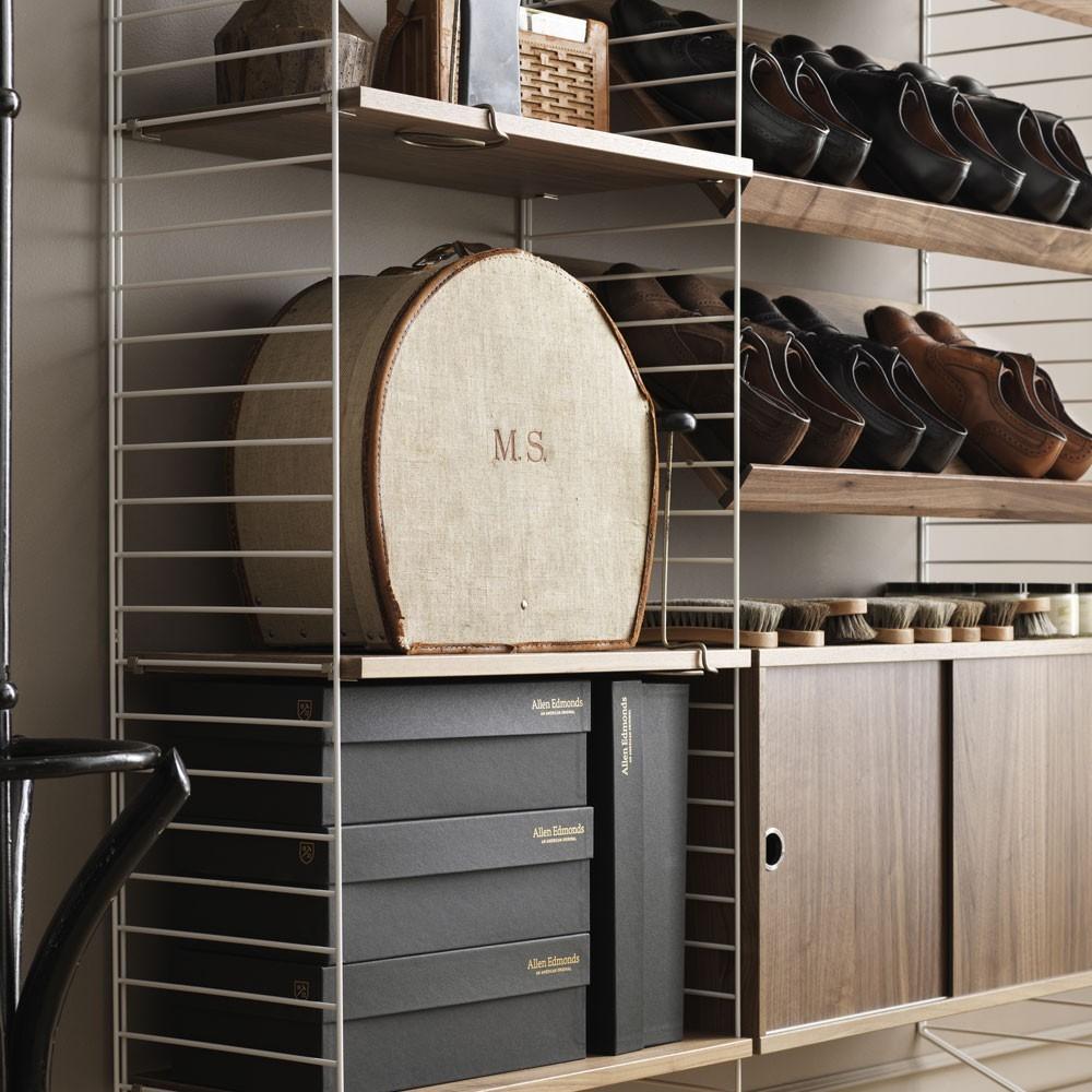 Walnoten display plank - String systeem String Furniture