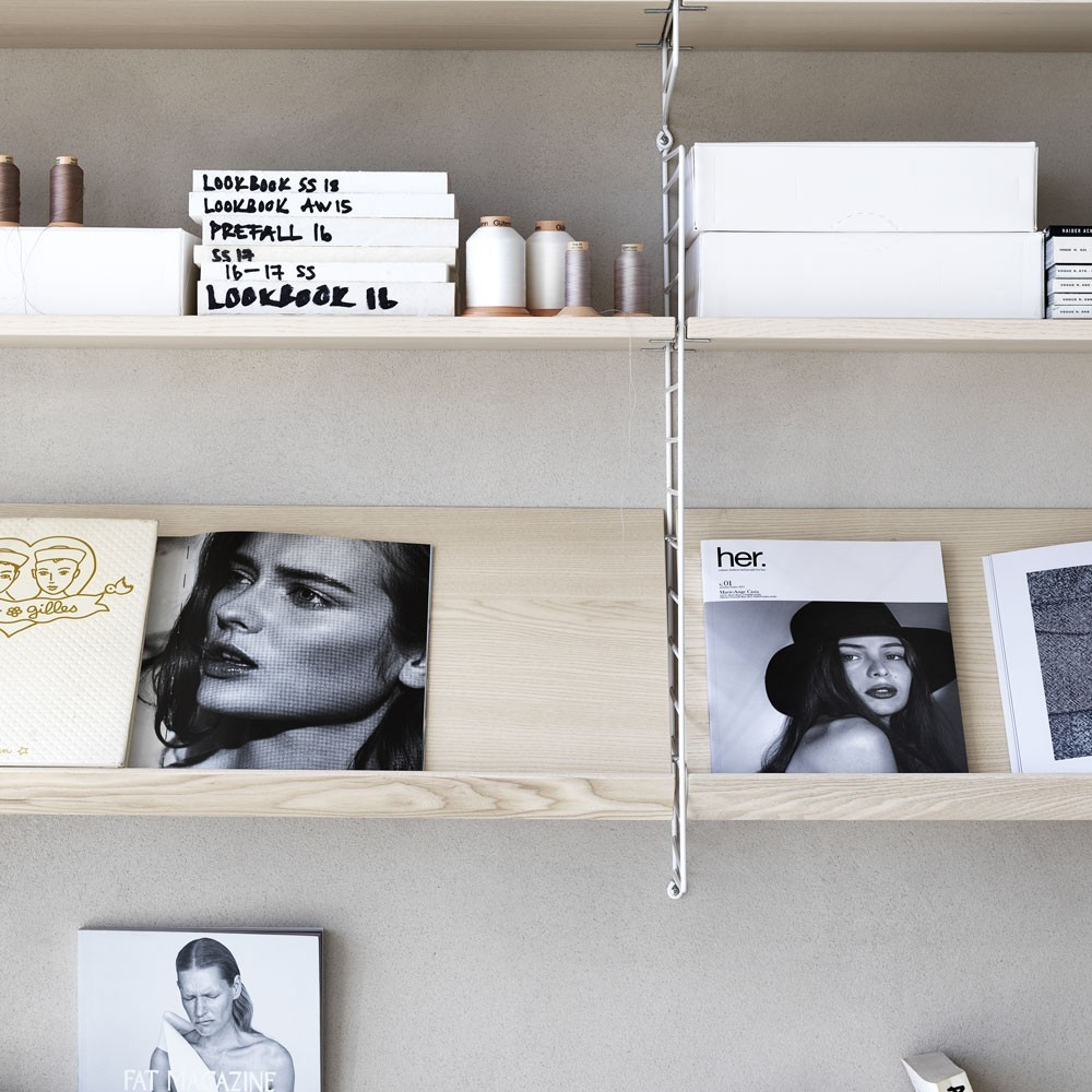 Ash display plank - String systeem String Furniture
