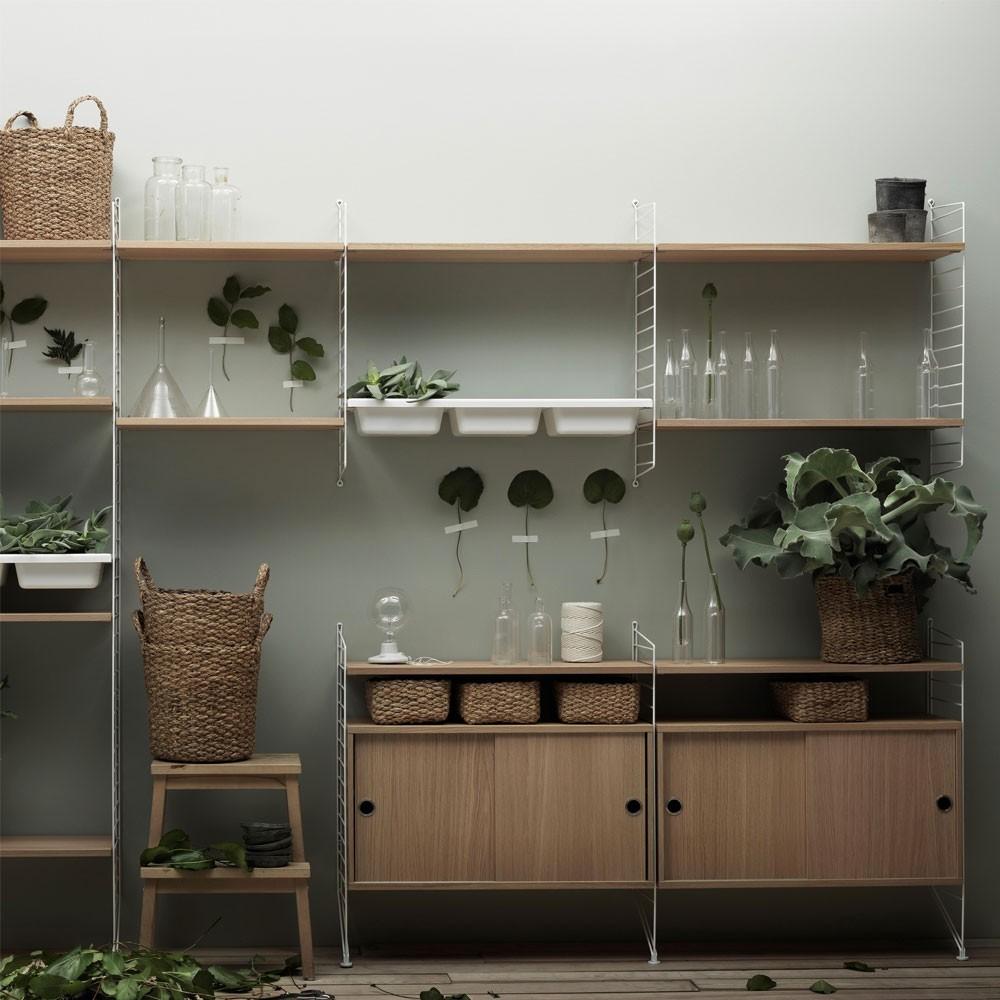 Kast met eiken schuifdeuren - String systeem String Furniture