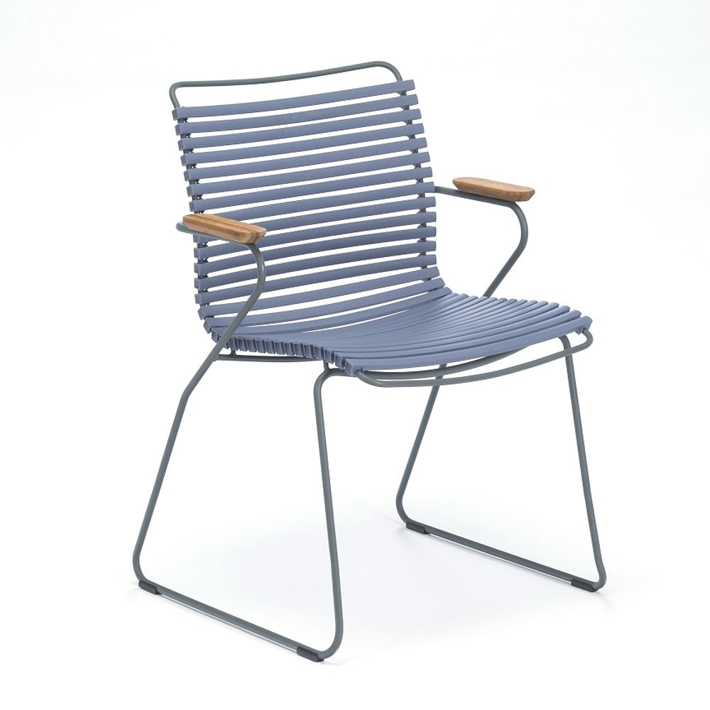 Klik stoel duifblauw met bamboe armleuningen Houe