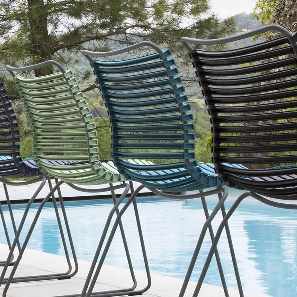 Donkergrijze Click stoel met bamboe armleuningen Houe