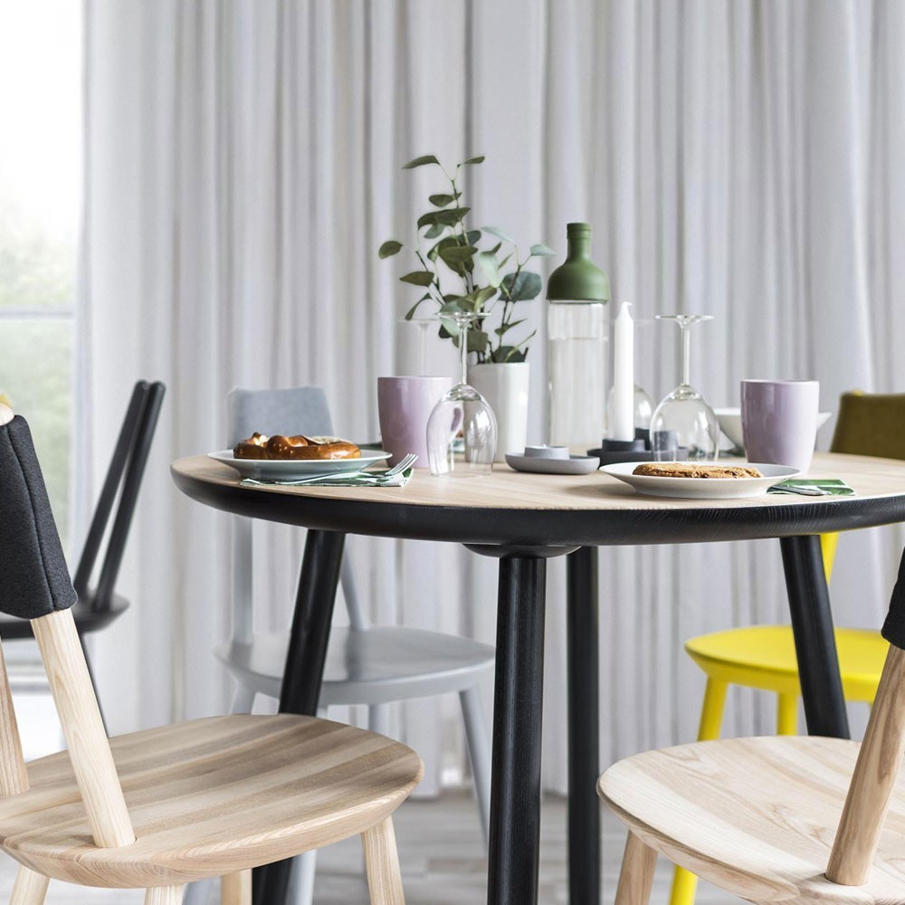Naïeve eettafel zwart Ø110cm Emko