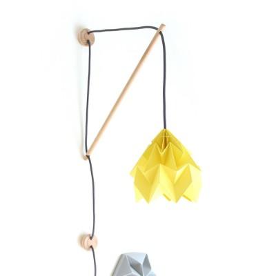 Wandlamp Klimoppe met gele Moth ophanging Snowpuppe