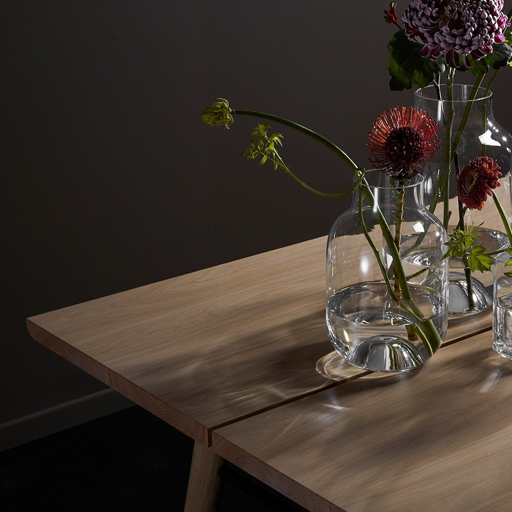 Alley 180 cm table oak and black Woud