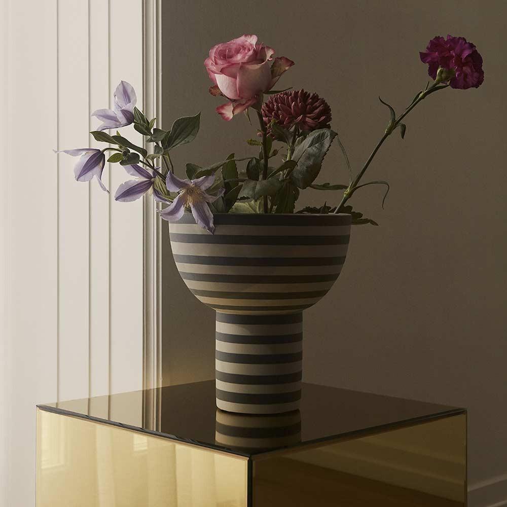 Varia vase ash & black AYTM