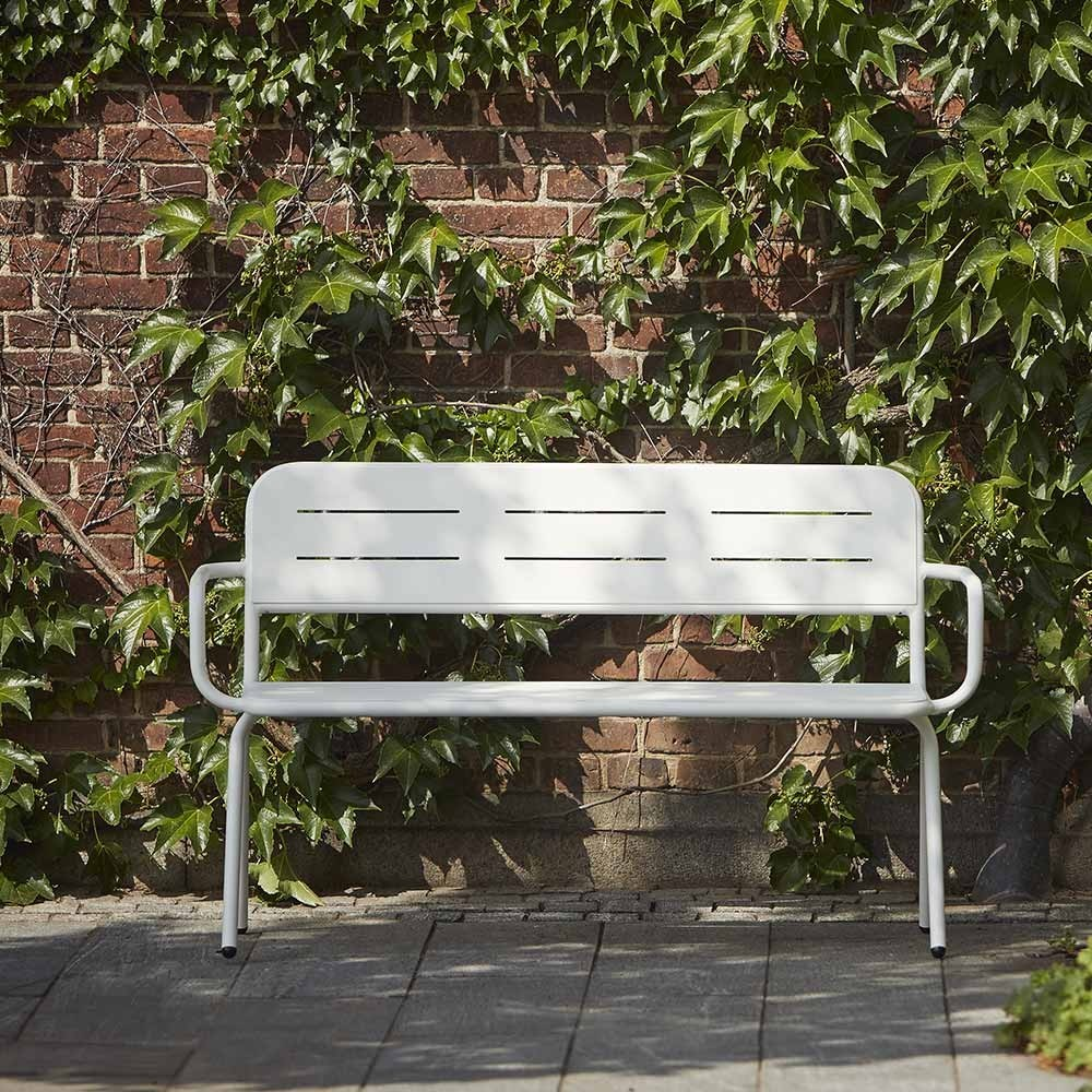 Ray bench with armrests white Woud