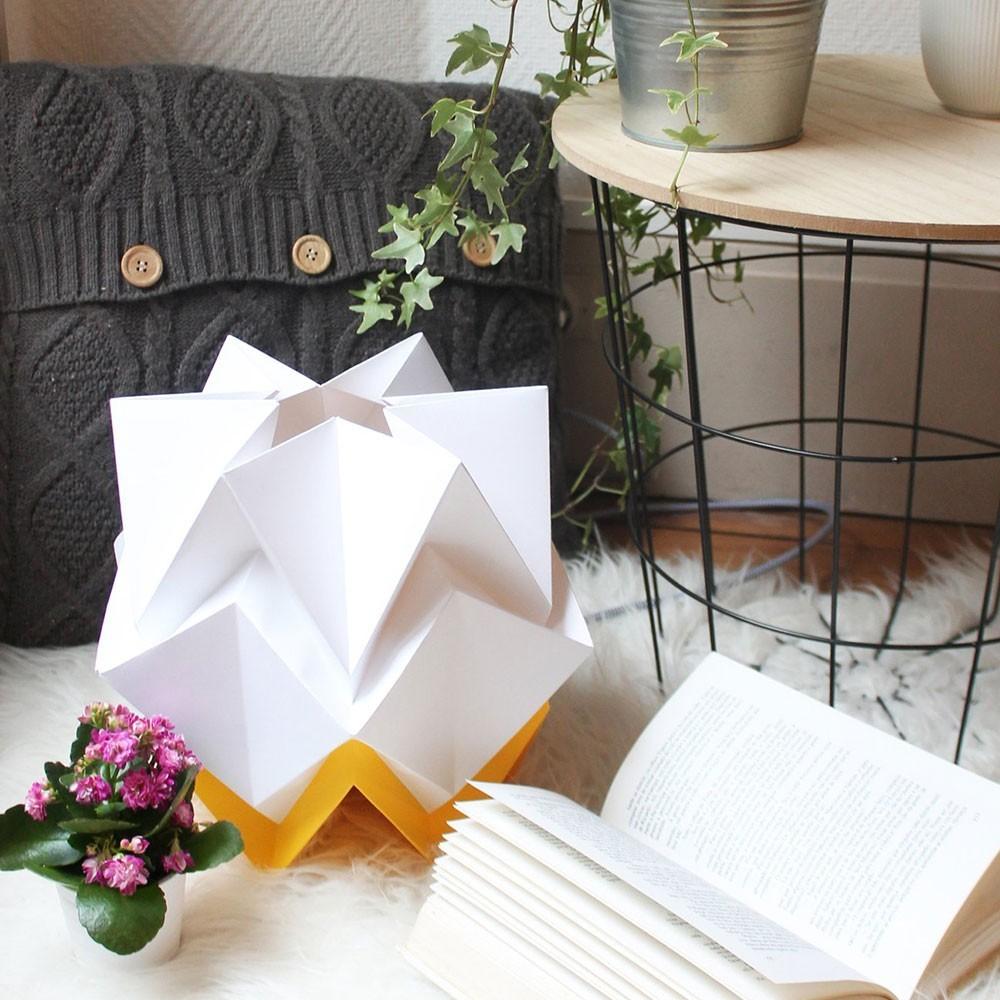 Lampe à poser Hikari papier blanc & jaune d'or Tedzukuri Atelier