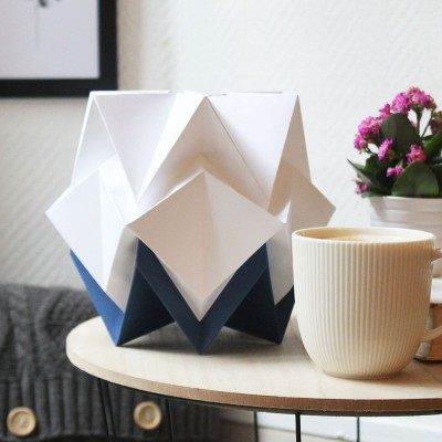 Hikari table lamp paper white & navy blue Tedzukuri Atelier
