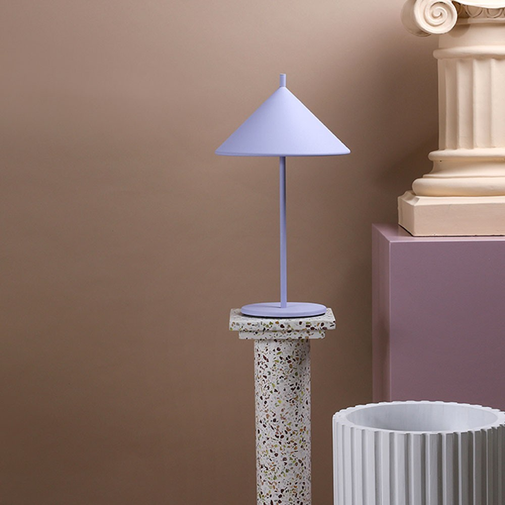 Metal triangle table lamp lilac HKliving