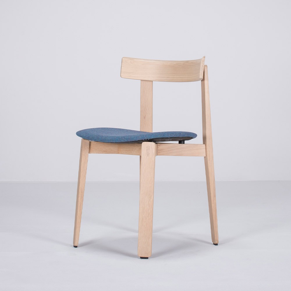 Nora chair oak & blue fabric Gazzda