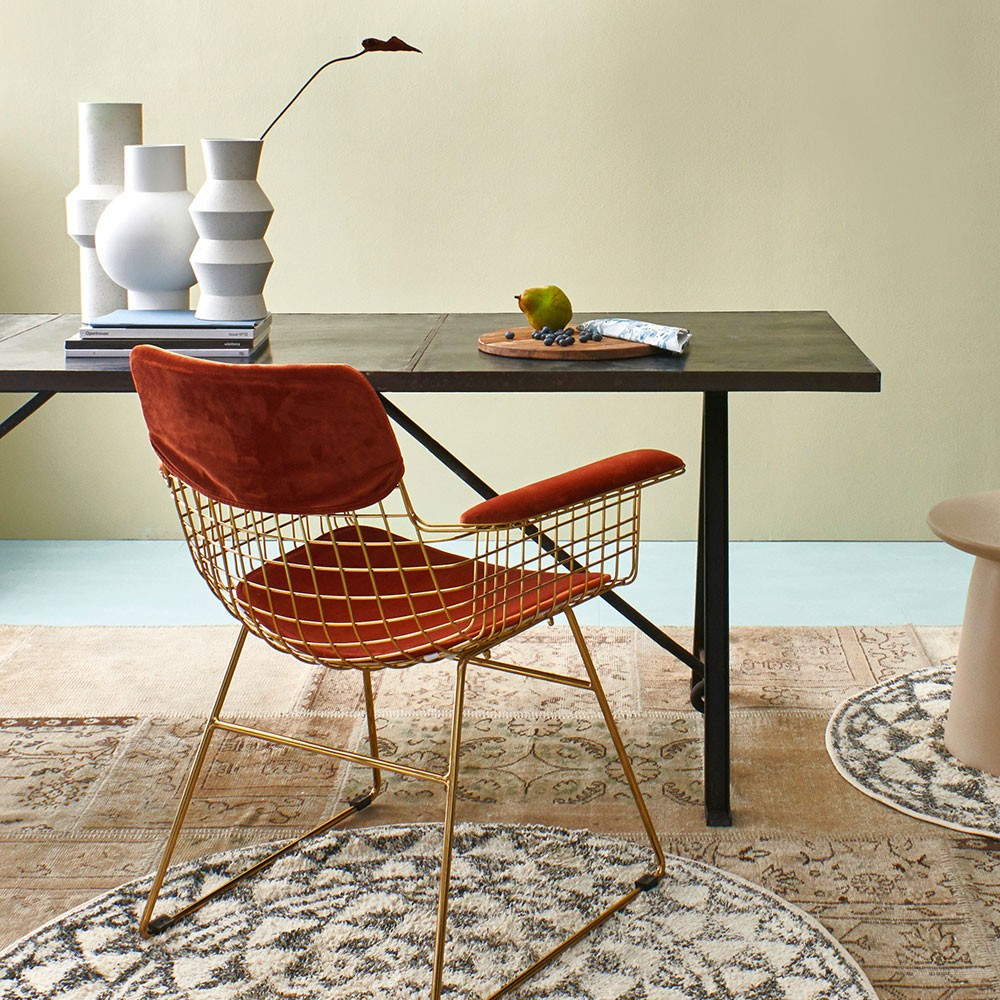 Metal wire chair with arms brass HKliving