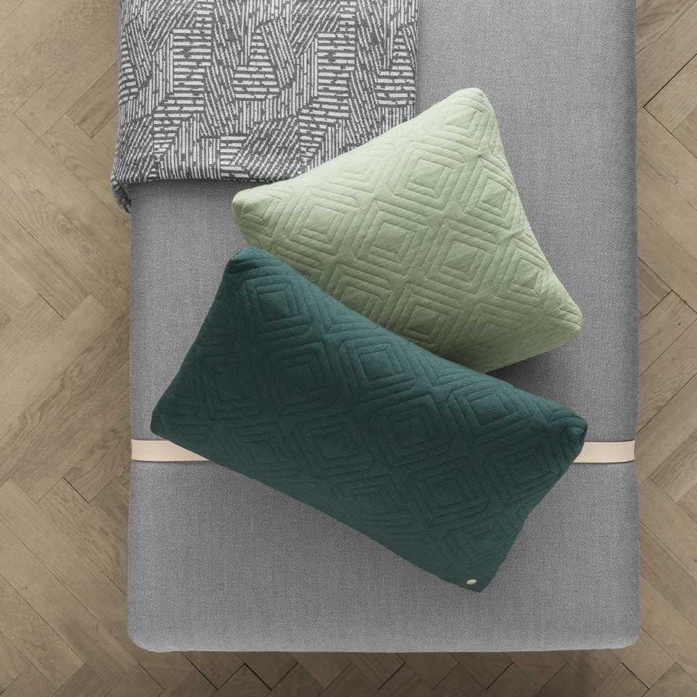 Trasforma il divano letto in lana verde scuro e grigio chiaro Ferm Living