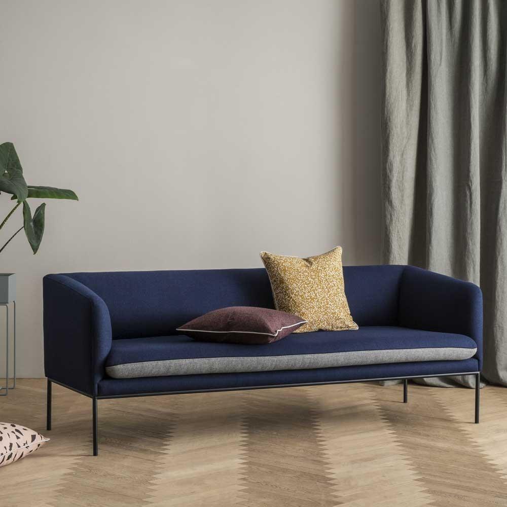 Turn divano in lana blu e grigio chiaro Ferm Living