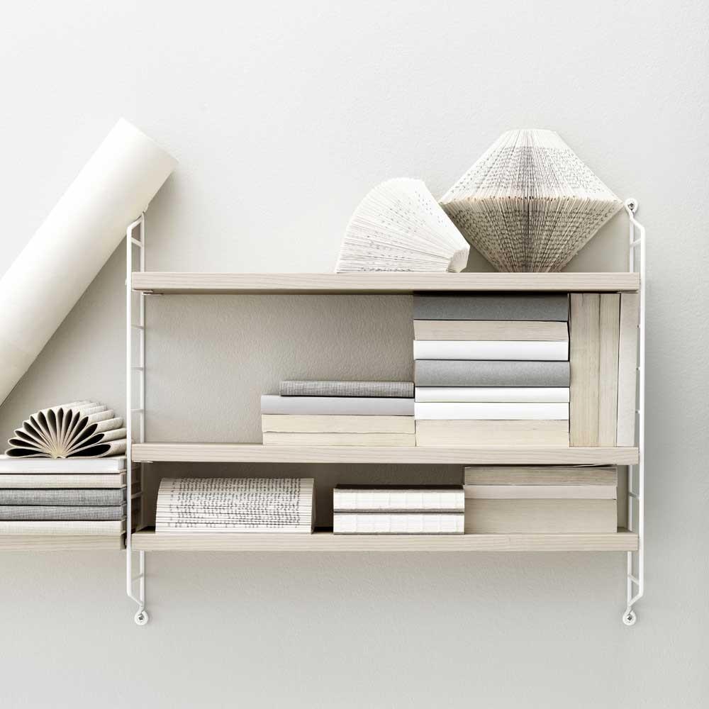 Scaffale tascabile String frassino e bianco String Furniture