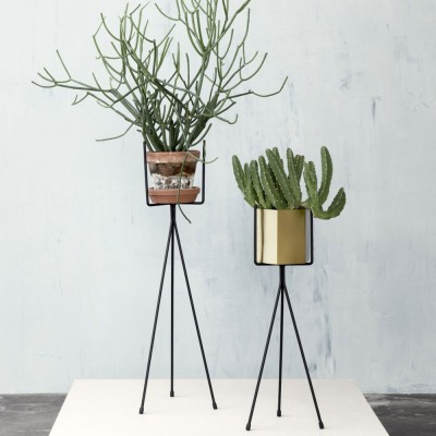 Plant stand black low Ferm Living
