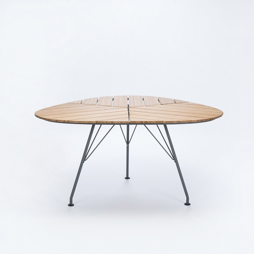 Leaf dining table Houe