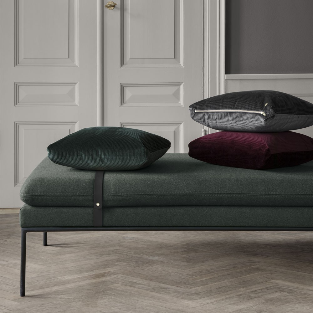 Daybed Turn coton bleu & gris clair / cuir naturel Ferm Living